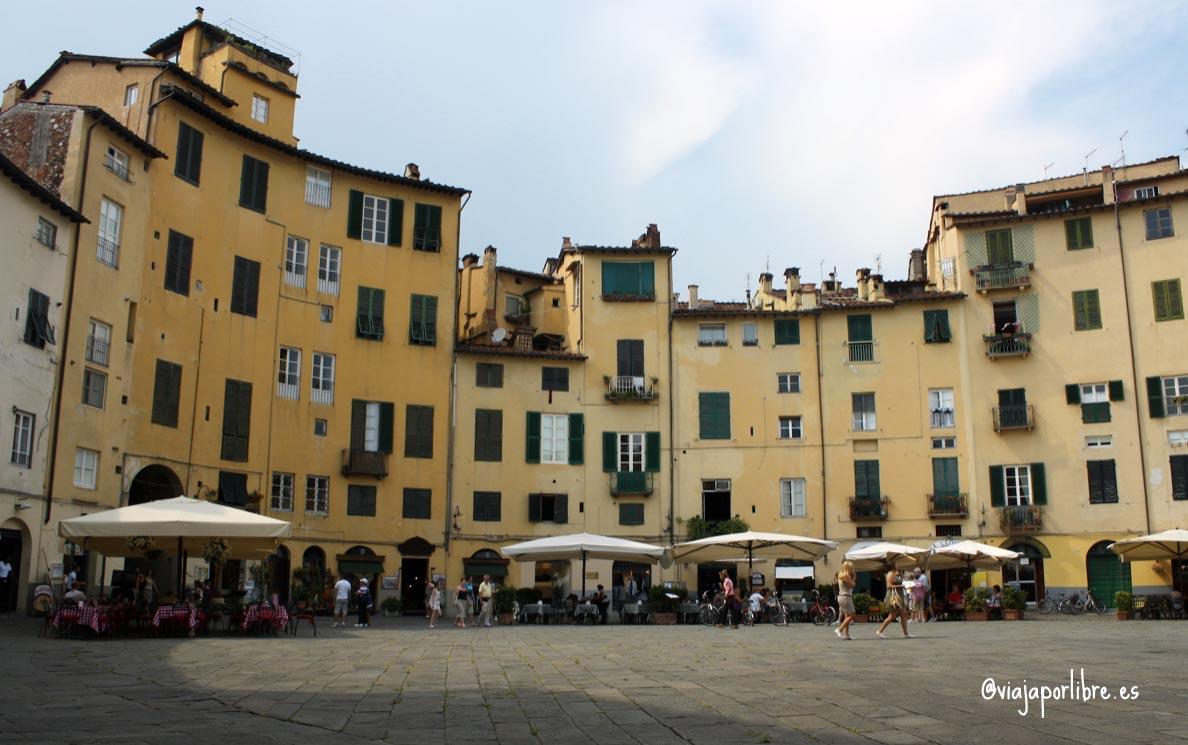 Anfiteatro-Lucca-Vajar-por-libre-Toscana